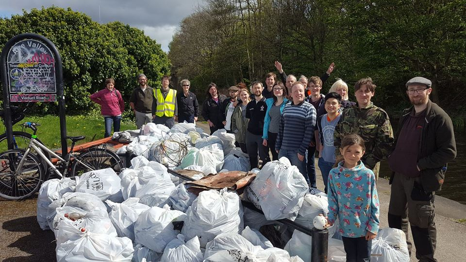river clean up environment city cleanup litter climate sustainability reduce landfill teamwork community leeds yorkshire canal aire westyorkshire nature natural pickers